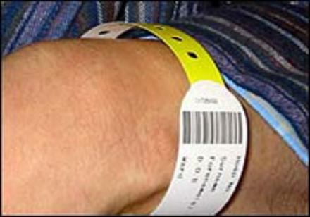 Vòng tay gắn mã vạch của bệnh nhân